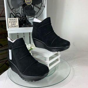Skechers Parallel triple Threat Womens booties.